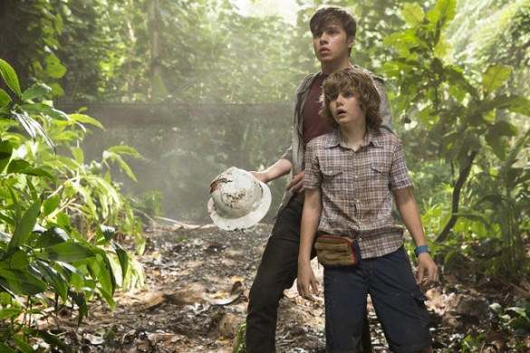 Nick-Robinson-and-Ty-Simpkins-in-Jurassic-World