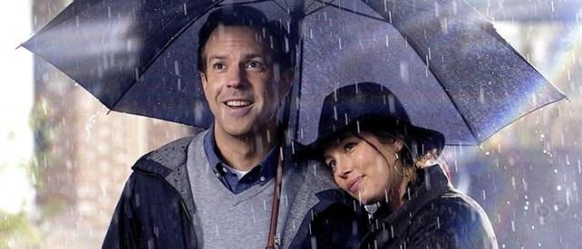 the-book-of-love movie jason sudekis and jessica beil in the rain