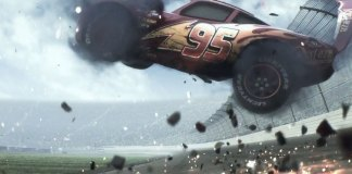 cars 3 - Lightning McQueen crashes
