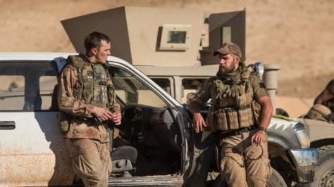 Nicolas Hoult & Henry Cavill in Sand Castle op Netflix België