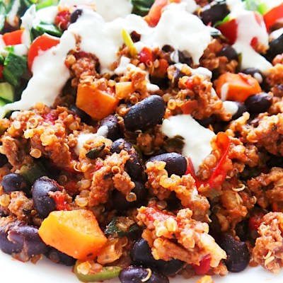 Healthy ground beef. quinoa and salad bowl! Great meal prep dinner idea with ground beef - spicy, fresh and full of flavor!