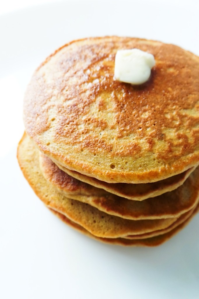 Easy and healthy oatmeal pancakes - great way to start your mornings! This easy healthy breakfast recipe is simple and loved by toddlers and grown-ups! All you need is a few simple ingredients and 10 minutes to make these delicious nourishing pancakes - oats, an egg, honey + some vanilla! These pancakes are flourless and sugar-free!