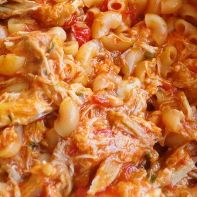 10-Minute Healthy Macaroni With Chicken (One-Pan)