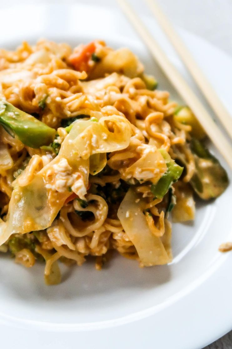 15-minute red curry noodles! An easy healthy dinner recipe that is absolutely divine! Filled with vegetables and tofu this protein packed vegan dinner recipe is healthy, quick and warming! This easy vegan recipe can also be made gluten free by using gluten-free noodles.