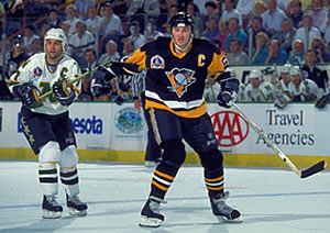 Minnesota's Neal Broten and Pittsburgh's Mario Lemieux during Game 4 of the Stanley Cup Final on May 21, 1991 at the Met Center in Bloomington, Minnesota, USA. Pittsburgh beat Minnesota 5 - 3