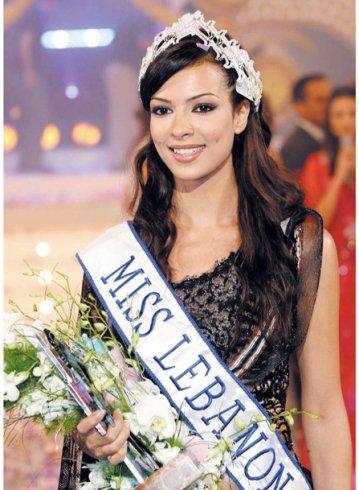نادين نسيب نجيم وهي تتوج بلقب ملكة جمال