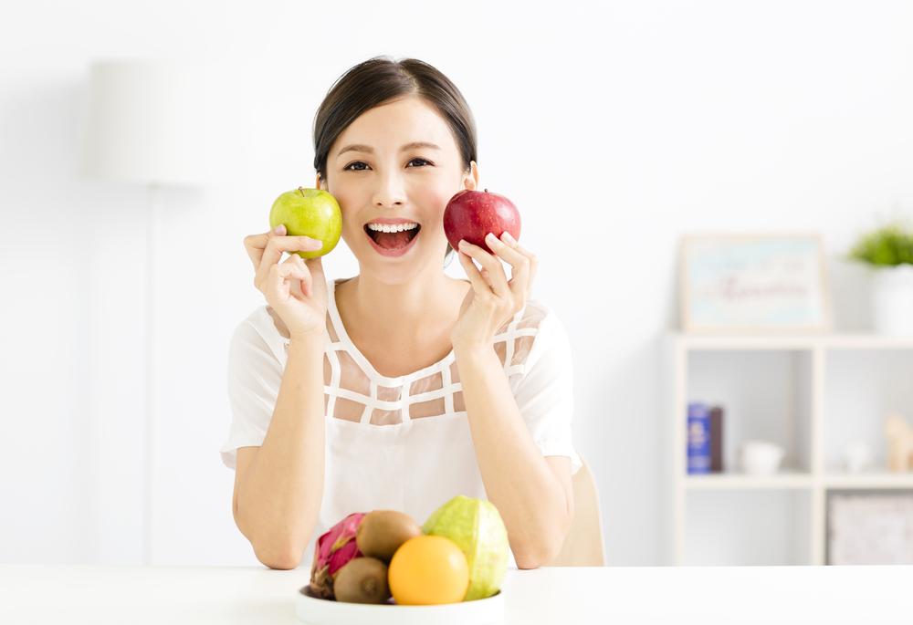 تخصيص حبتين من التفاح كوجبة خفيفة ضمن رجيم صحي للتخسيس