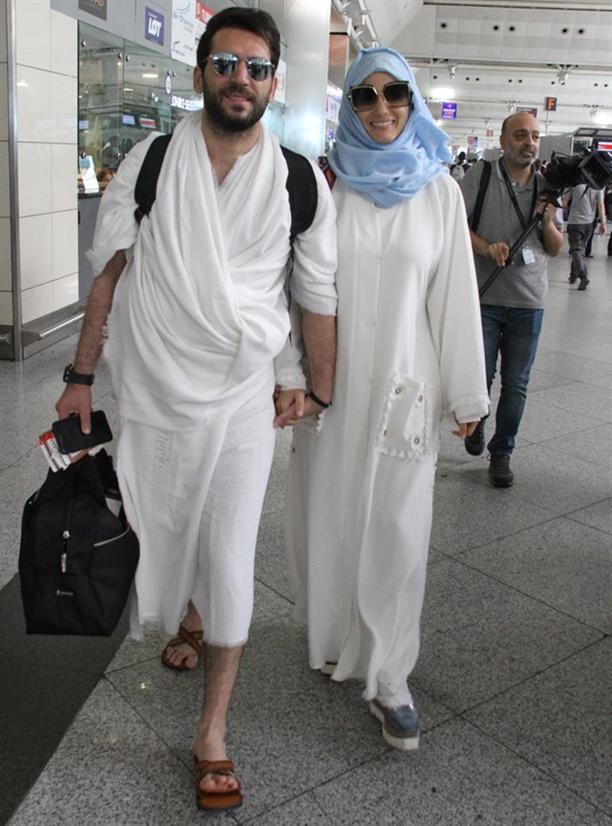 10 صور مراد يلدريم يتوجه لأداء فريضة الحج بصحبة زوجته المغربية ايمان الباني مجلة هي