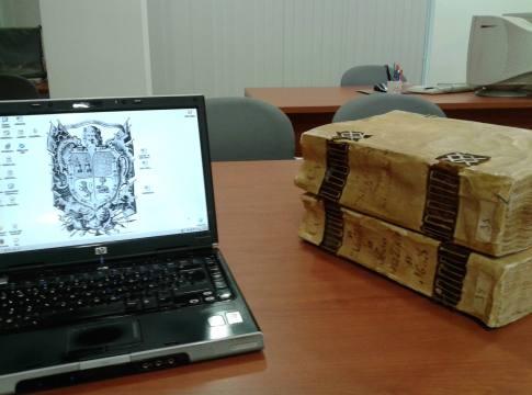 Todo preparado para empezar a trabajar. Archivo Municipal de Écija, 26 de agosto de 2013.