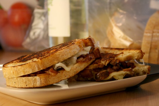 grilled-cheese-lowshot