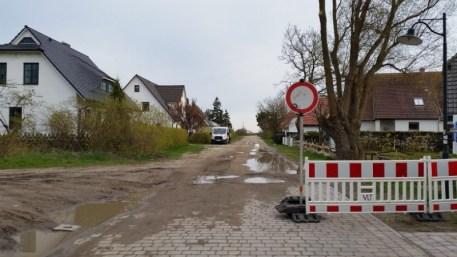 Straßenbau am Wiesenweg im April 2016