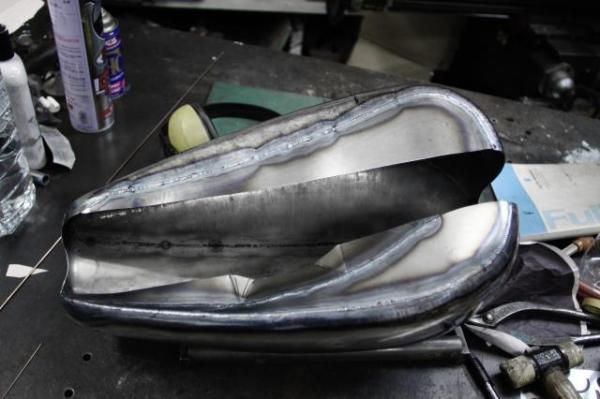 スポーツスターのカスタムガソリンタンク 底の製作