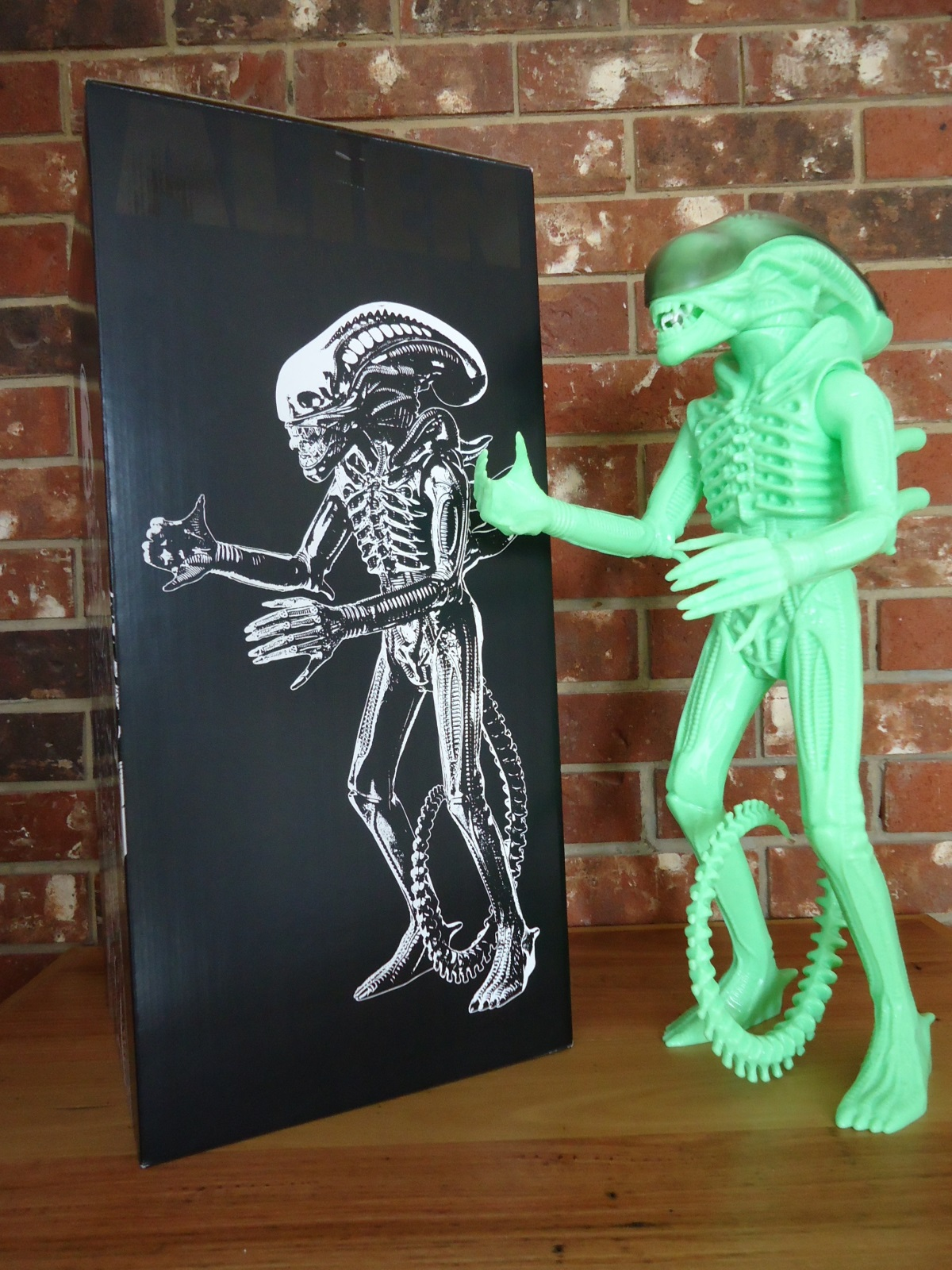 24 inch tall Gentle Giant glow in the dark ALIEN action figure and box.