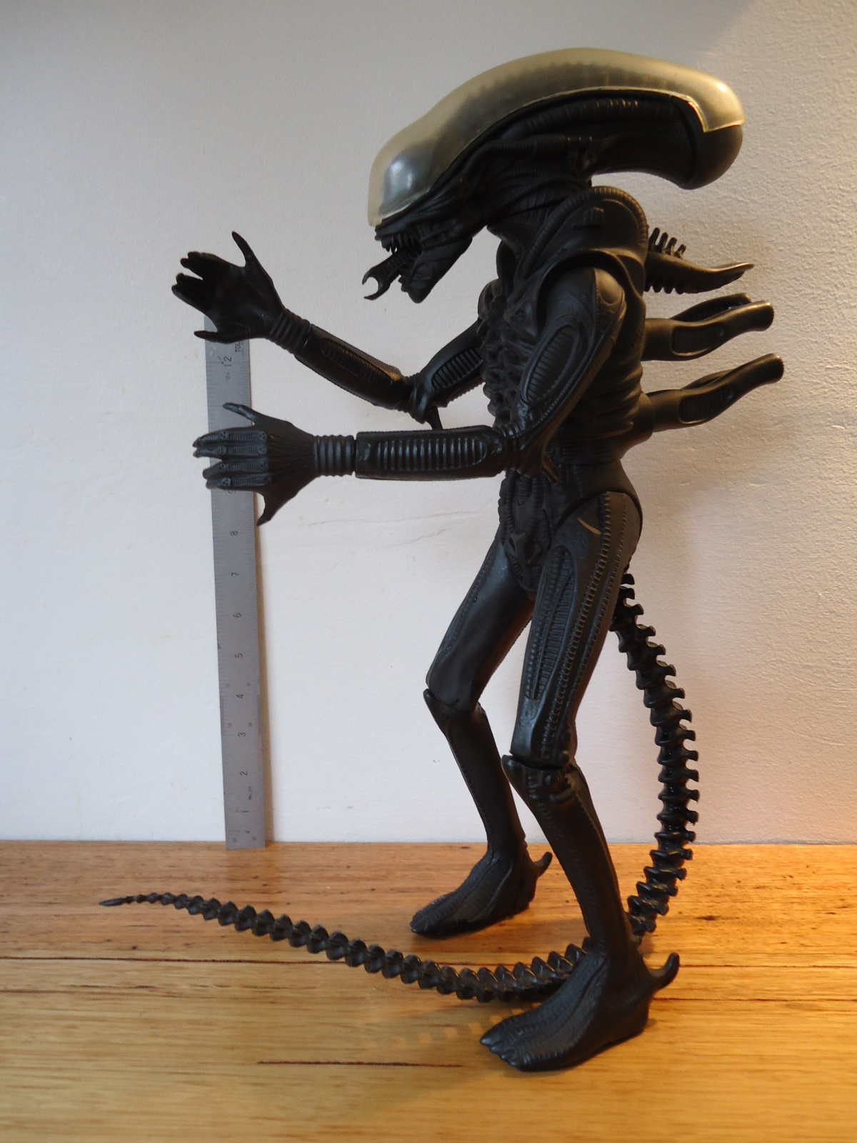 The 16 3/4 inch tall 1991 Halcyon ALIEN Model kit.