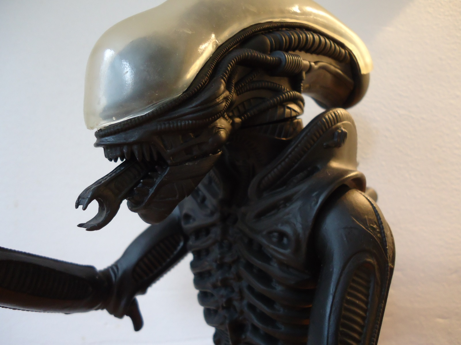 Close up of the had of the 1991 Halcyon ALIEN model kit.