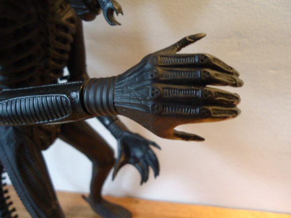The right hand of the 1991 Halcyon ALIEN model kit.