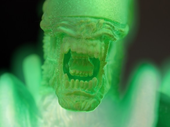 The Face of the NECA AvP Thermal Vision Warrior Alien Glowing in the Dark.
