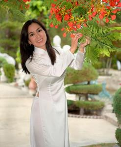 Shop Vietnam Ao Dai White Satin 1