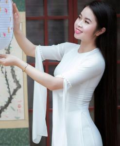 Ao Dai Vietnam cleavage sleeves