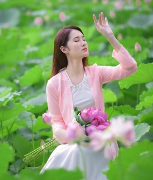 Bavoir rose doux Ao Yem