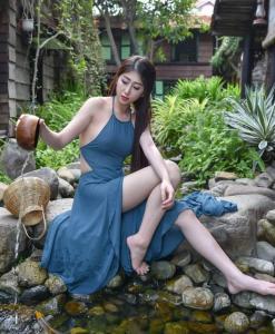 Bavoir Vietnam bleu fluo 3