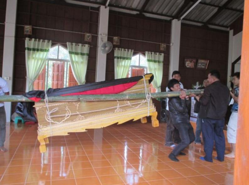 begrafenis in een akha dorp 1