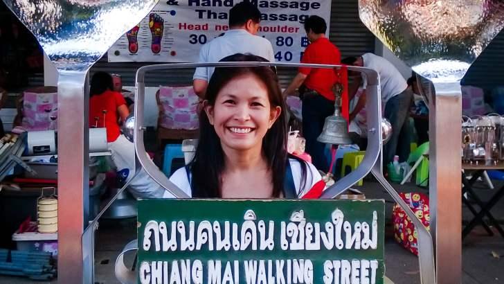 De zondagmarkt op Walking Street in Chiang Mai