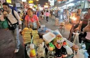 eten op straat in bangkok