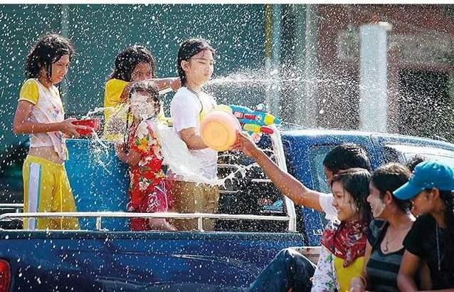 Niet spuiten maar sprayen met Songkran