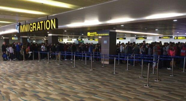 Urenlange wachtrijen op Phuket Airport