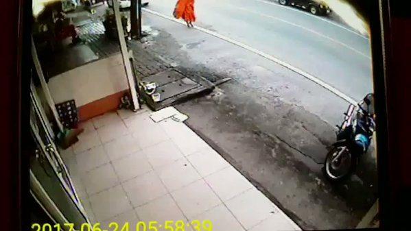 Thaise verkeersongelukken, monnik heeft geluk