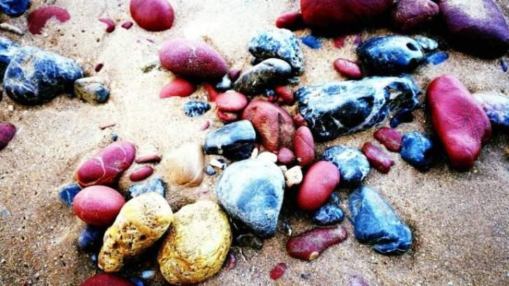 Het kleurige strand van Petra Eiland