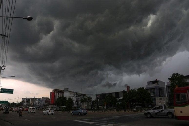 zware regenval in grote delen van thailand