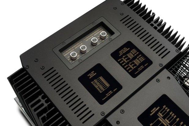McIntosh MC901 Dual Mono Amplifier 09