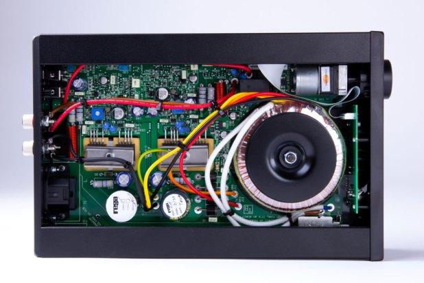 Rega io Amplifier 06