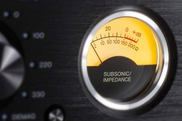Teac PE 505 Fully balanced Phono Amplifier 01