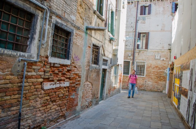 Wandering Alone in an Alley @ Venice, Italy
