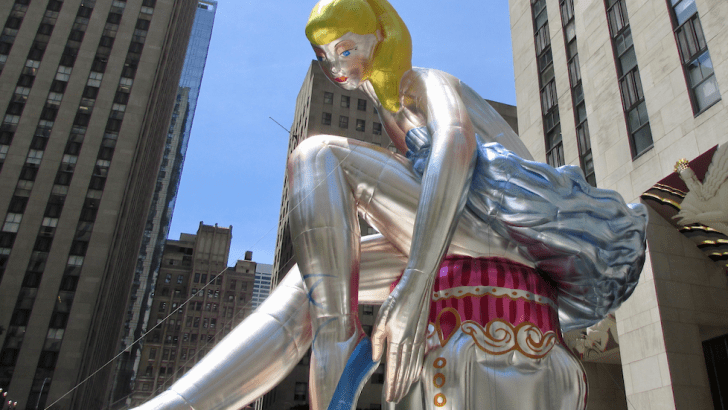 "Jeff Koons' ""Seated Ballerina"" takes center stage at Rockefeller Center"