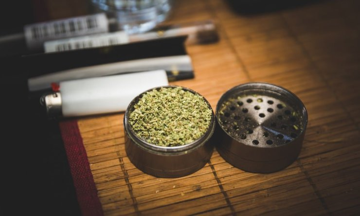 grinding weed for the perfect joint