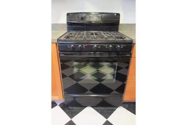 4219-SE-Clinton-St–oven-in-kitchen