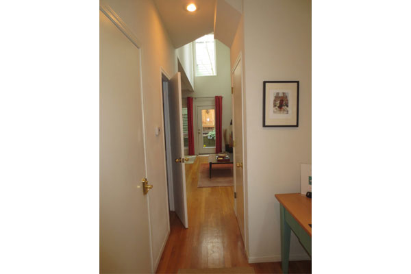 1913-NW-25th-Ave–hallway