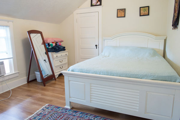 3757-SE-Clay-St–upstairs-bedroom2