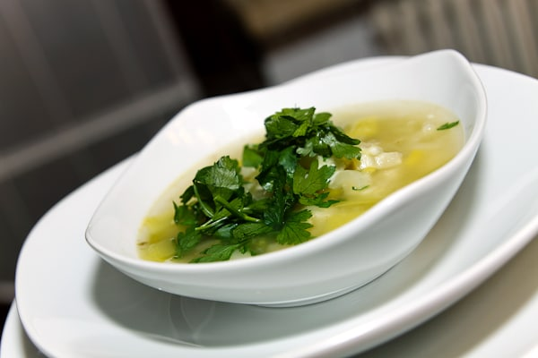 Lauch-Sellerie-Suppe mit Edamer