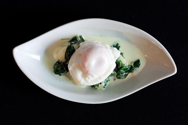 Gnocchi mit jungem Spinat und pochiertem Ei