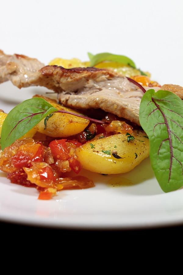 Filetspieße mit Physalis-Chutney und Koriander-Kartoffeln