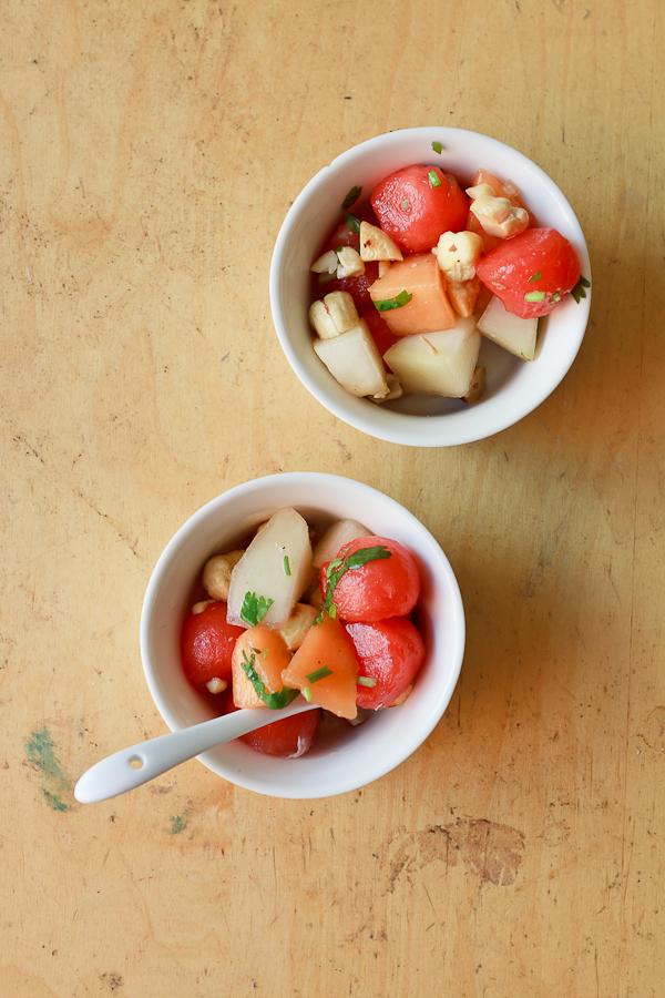 Melonensalat mit Cashewkern-Koriander-Vinaigrette