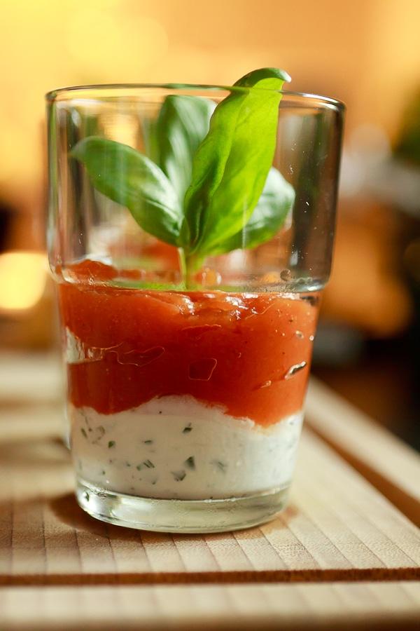 Tomatengelee mit Ziegenfrischkäse