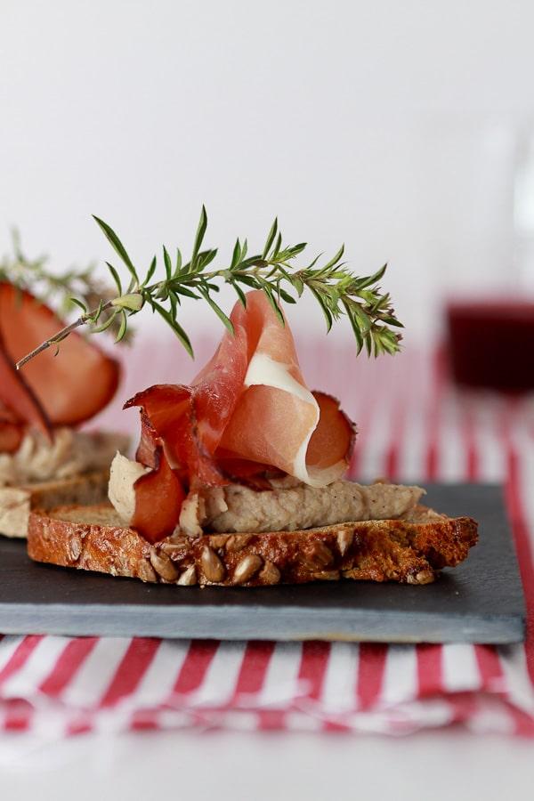 Crostini mit Maronencrème und Schwarzwälder Schinken