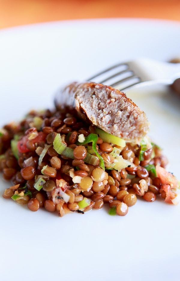 Salsicce vom Grill mit Linsen-Salat