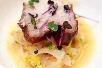 glasierter-schweinebauch-auf-blutorangen-fenchel-salat